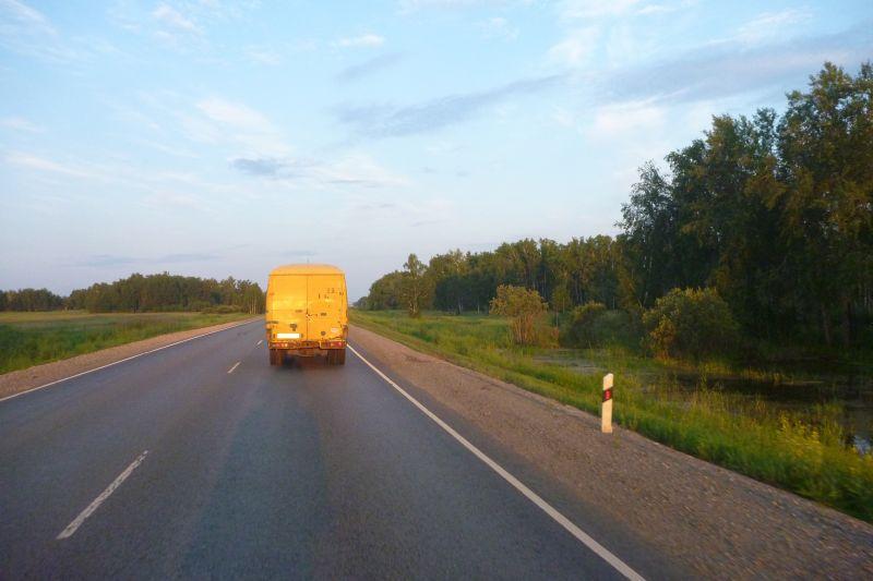 150 km a sessentinha atrás do caminhão até Omsk...